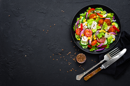 Vegetable salad with chicken meat. Salad with chicken breast and raw vegetables Stockfoto - 109359605