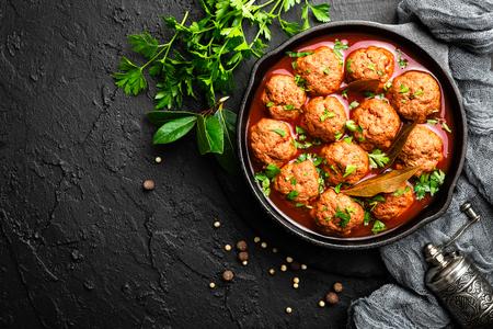 Rindfleischbällchen in Tomatensauce