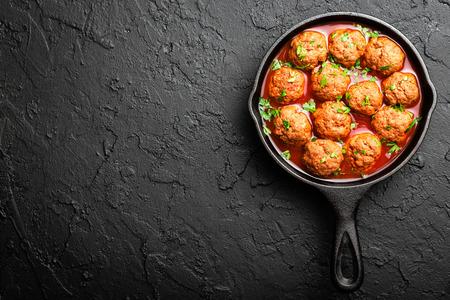 Rundergehaktballetjes in tomatensaus Stockfoto