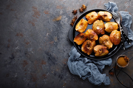 Apple quince baked with honey and cinnamon. Healthy vegetarian dessert Reklamní fotografie