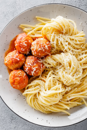 Spaghetti with tomato sauce and meatballs Imagens