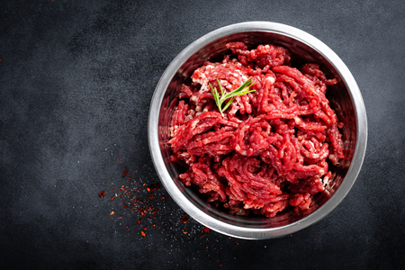 Mince. Ground meat with ingredients for cooking Archivio Fotografico - 121455531