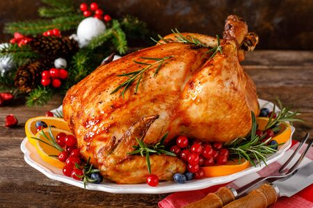 Christmas turkey. Traditional festive food for Christmas or Thanksgiving Imagens - 128906049