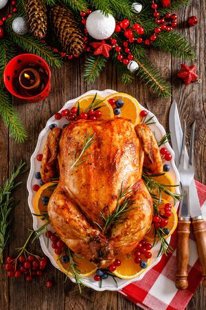 Christmas turkey. Traditional festive food for Christmas or Thanksgiving Imagens - 128906181