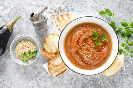 Eggplant hummus with ingredients for cooking. Traditional vegan arabic aubergine appetizer. Baba Ghanoush Фото со стока - 128906214