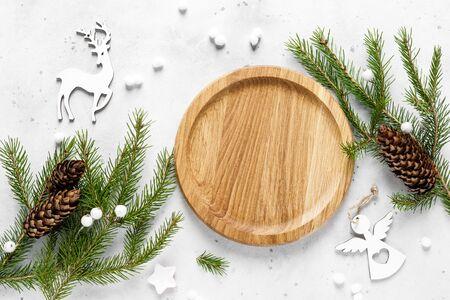Natale, Noel o Capodanno cibo piatto sfondo con decorazioni natalizie e abete