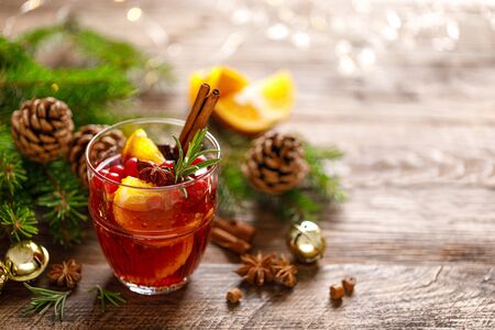 Christmas mulled wine. Traditional holiday drink 版權商用圖片