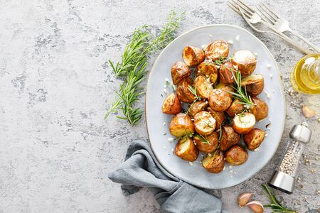 Baked potatoes with rosemary, thyme and garlic