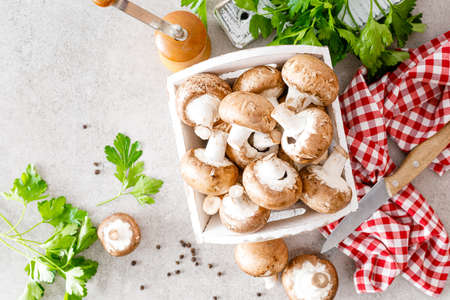 Raw mushrooms champignons on white background, cooking fresh champignons 版權商用圖片