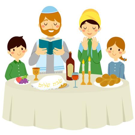 Famille juive ayant un dîner de Shabbat avec un Kiddouch traditionnel
