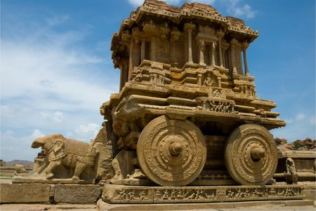 karnataka: El carro de piedra fant�stico en el templo de Vittala, Hampi, India.