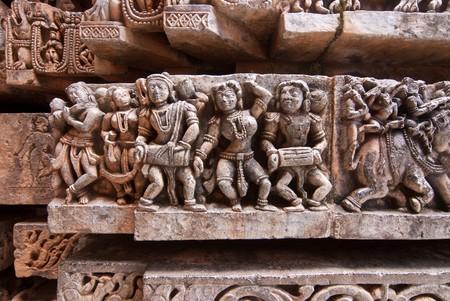 karnataka: Escultura de piedra de m�sicos en el antiguo templo de Halebid, en Karnataka, India