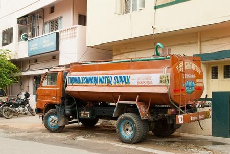 camión cisterna: La escasez de agua
