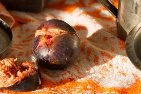 Figs isolated lying on orange towel. Violet fruits of F cus carica Banco de Imagens