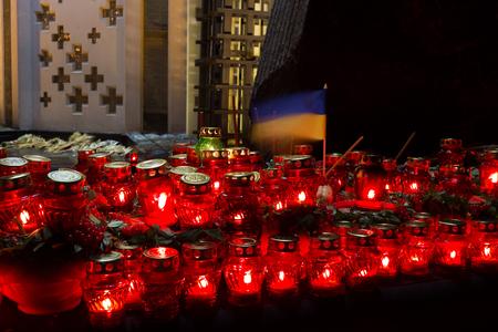 Red candles at night near the holodomor memorial. in Ukraine. Golodomor Stockfoto