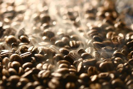 granos de los granos de caf� del caf� dejados fuera del dibujo del aroma y de los olores de la atenci�n Foto de archivo - 2143682