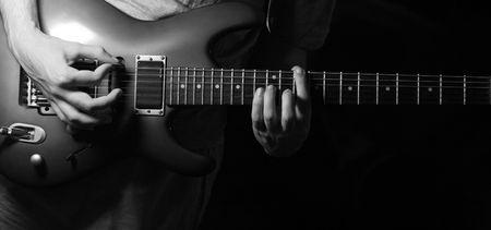 tune: solo guitarist