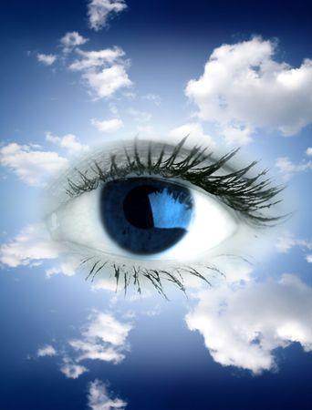 parpados: Beautiful grandes ojos azules en el cielo
