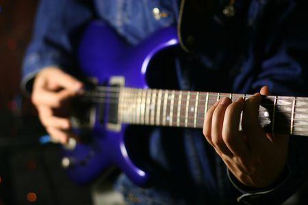 solo: solo guitarist