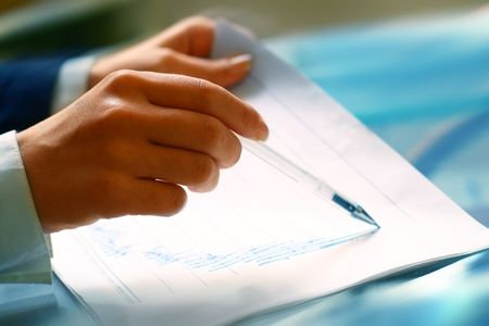read the graph in financial report photo