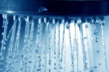 daily room: fresca doccia a getto d'acqua pulita blu Archivio Fotografico