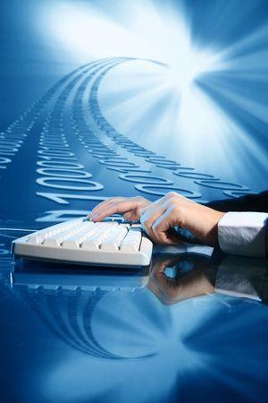 datos personales: hombre de negocios de datos de entrada de informaci�n en el teclado Foto de archivo