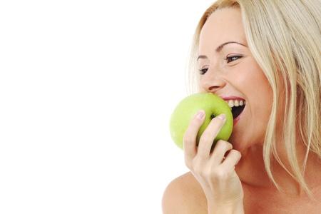 witaminy: Kobieta Blond jeść zielony firmy apple na biały