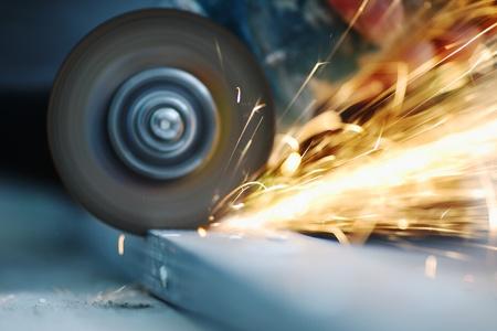 molinillo: hasta cerrar aserrado metal chispas spray