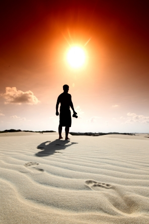 huellas de pies: huella en la arena del desierto Foto de archivo