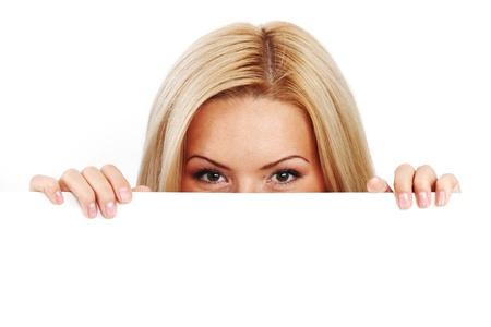 foglio bianco: donna d'affari nascosto dietro un foglio di carta bianca Archivio Fotografico