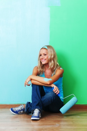 woman paints the wall roller Stock Photo - 8917511