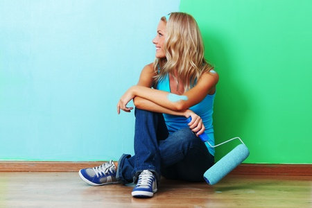 woman paints the wall roller Stock Photo - 9007196