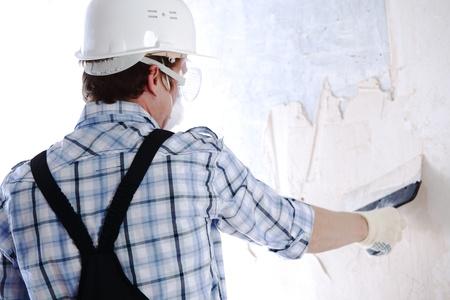 estuco: Alinea el trabajo con un muro de esp�tula Foto de archivo