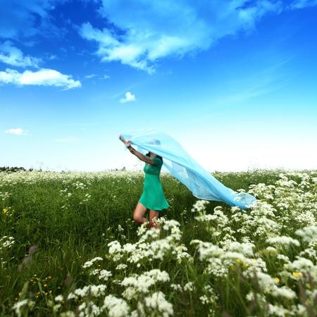 hands free: chica ejecutar a tejido en manos de ella