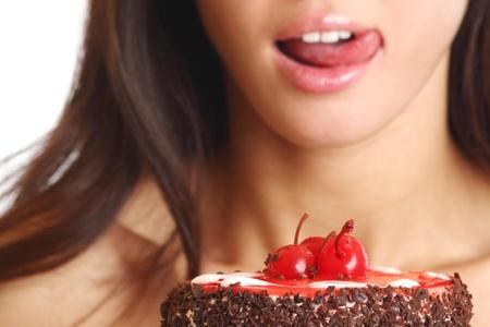 trozo de pastel: pastel de retenci�n de mujer en manos aislados en blanco