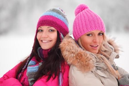 ropa de invierno: mujeres de invierno cerca de retrato