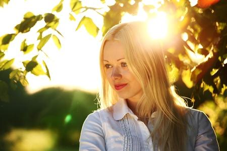 femme baignoire: blond sur sunrise fermer
