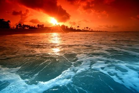 paisajes: paisaje oc�ano sunrice oro cielo Foto de archivo