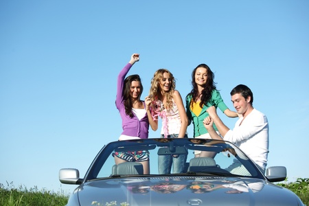 cabrio: funey vrienden in dans auto