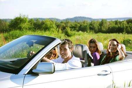 cabrio: funey vrienden in de dans auto