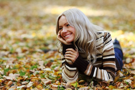 autumn woman portret in park Stock Photo - 9907072
