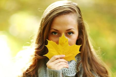 autumn woman portret in park Stock Photo - 9907093