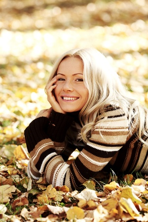 autumn woman portret in park Stock Photo - 9961373