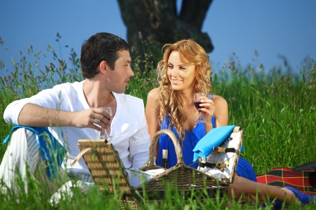 lovers park: man and woman on picnic in green grass