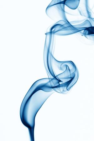 smoke: blauwe rook op witte achtergrond Stockfoto