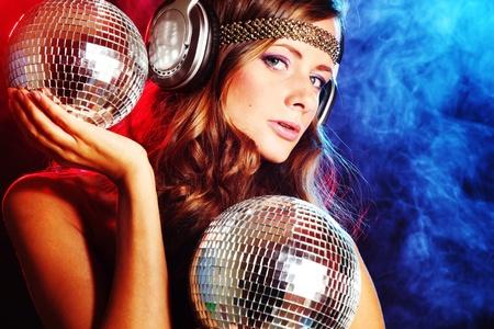 disco parties: m�sica de discoteca chica en cabeza de los m�viles Foto de archivo