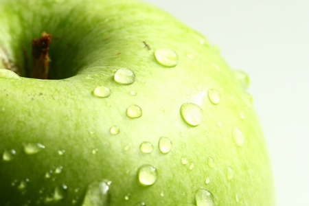 fresh produce: green fresh apple and waterdrops from it