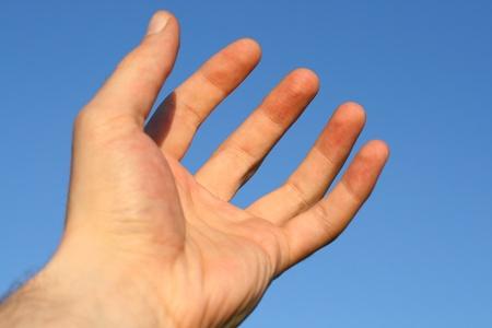mano de dios: la mano de Dios ora en el cielo azul