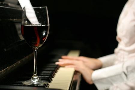 tocando el piano: tocando el piano
