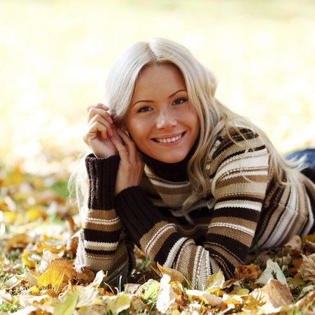 portret: autumn woman portret in park